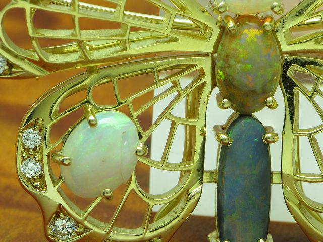 18kt 750 Gold Brosche in Schmetterlingsform mit 0,76ct Brillant & 8,40ct Opal